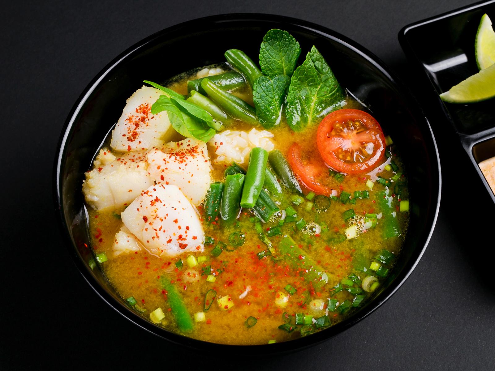 Карри-суп с рыбой и овощами