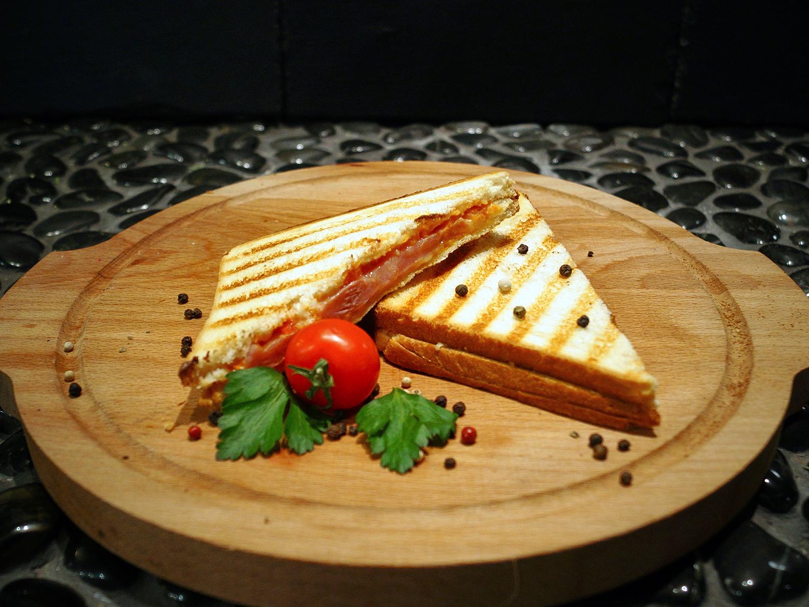 Сэндвич с ветчиной из индейки