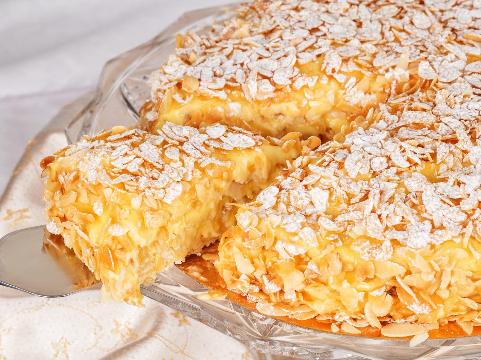 Порция Миндального торта