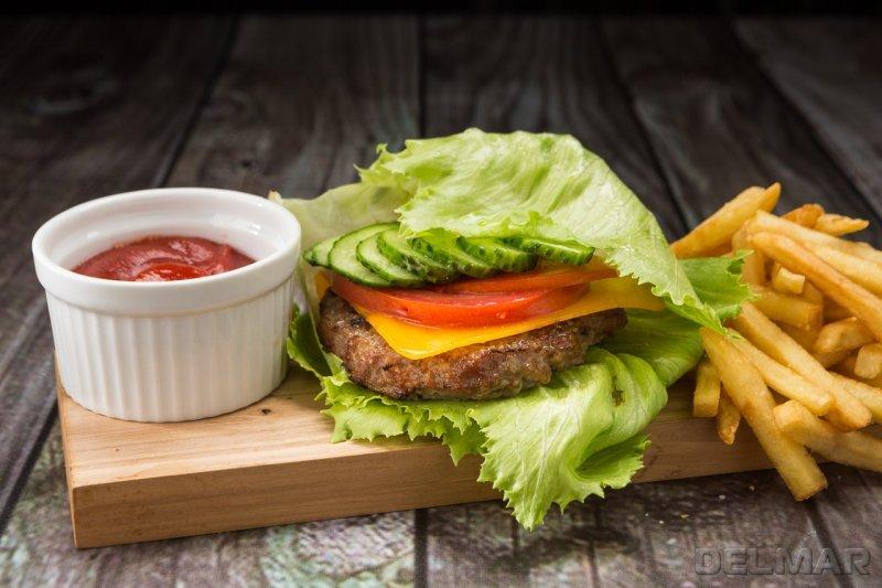 Бургер Классик в салатном листе