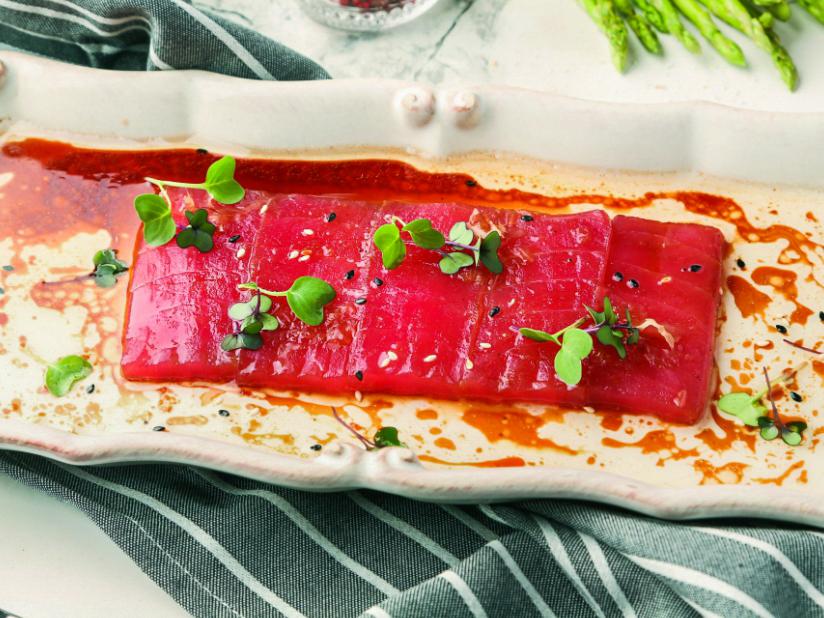 Трюфельное крудо из тунца с кунжутом
