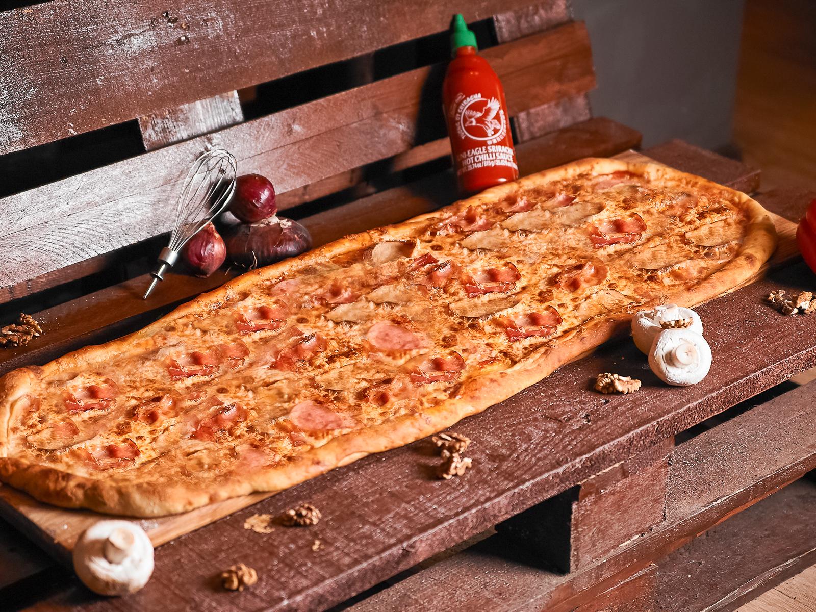 Пицца Карбонара метровая