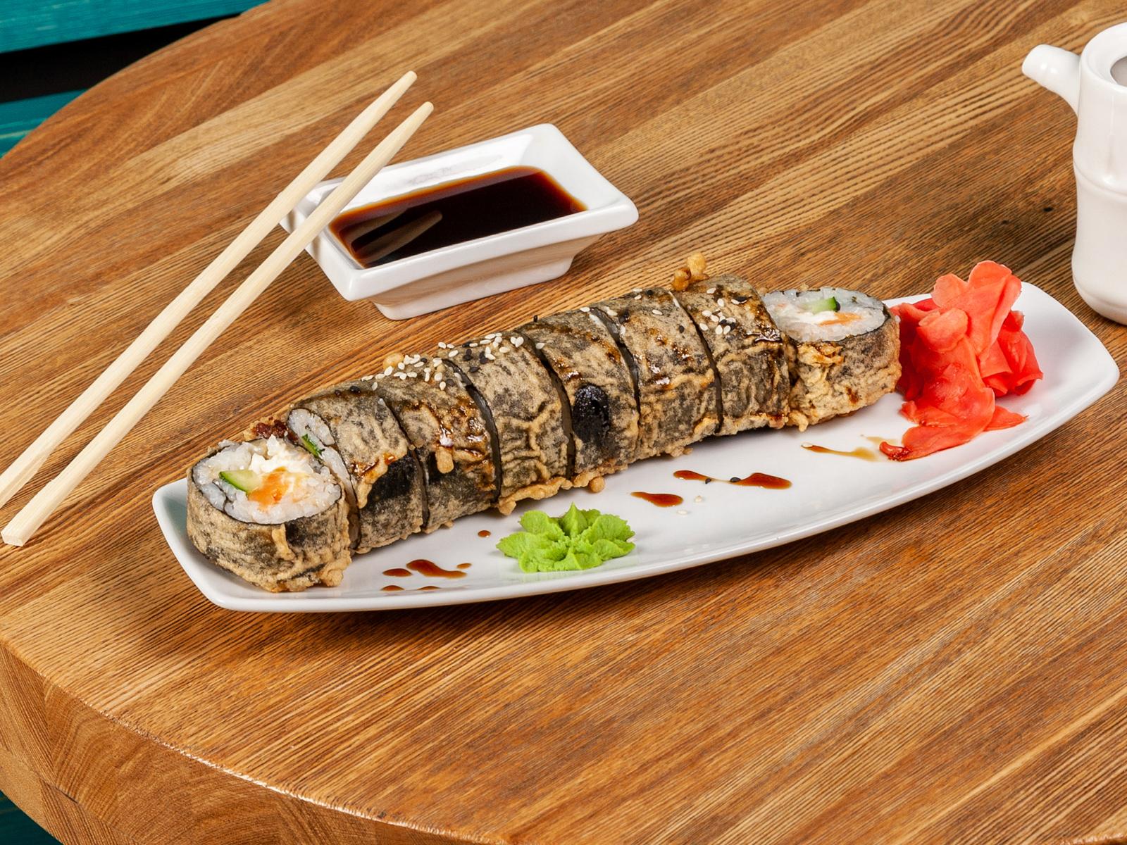 Горячий ролл с лососем и креветкой