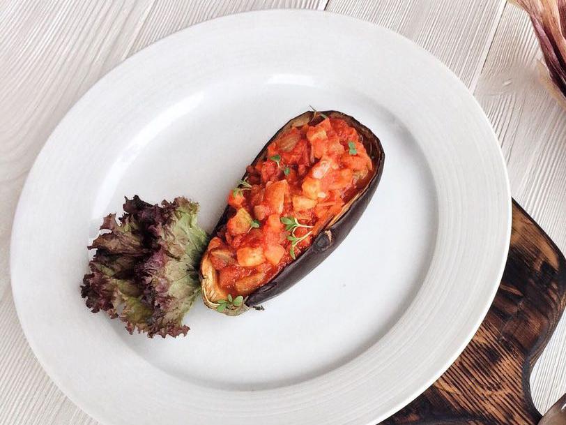 Баклажан с соте из овощей