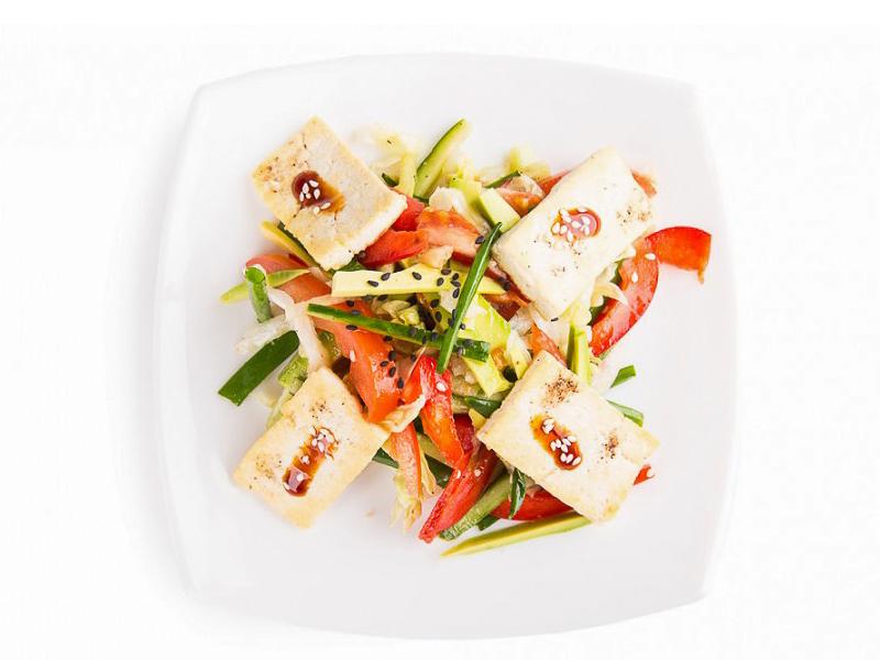 Салат Ясай сарада с домашним тофу