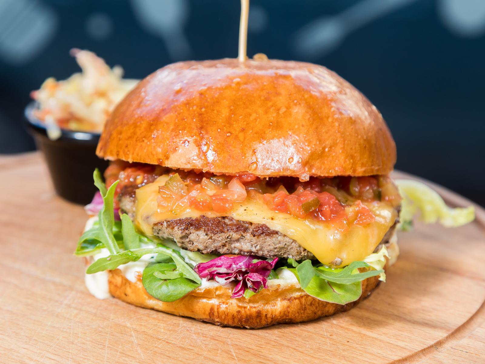 Чизбургер Четыре сыра с говяжьей котлетой