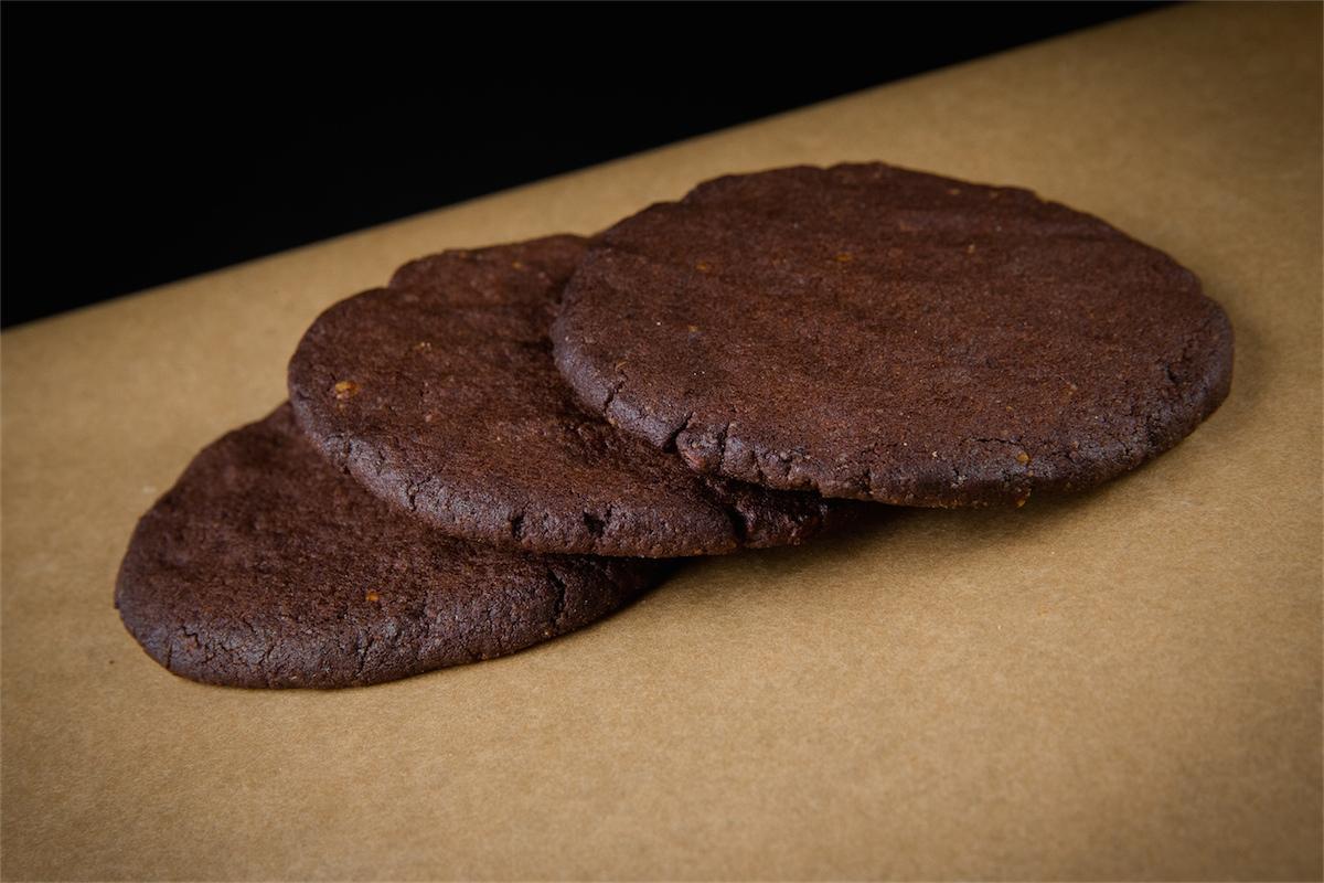Печенье шоколадное с грецким орехом