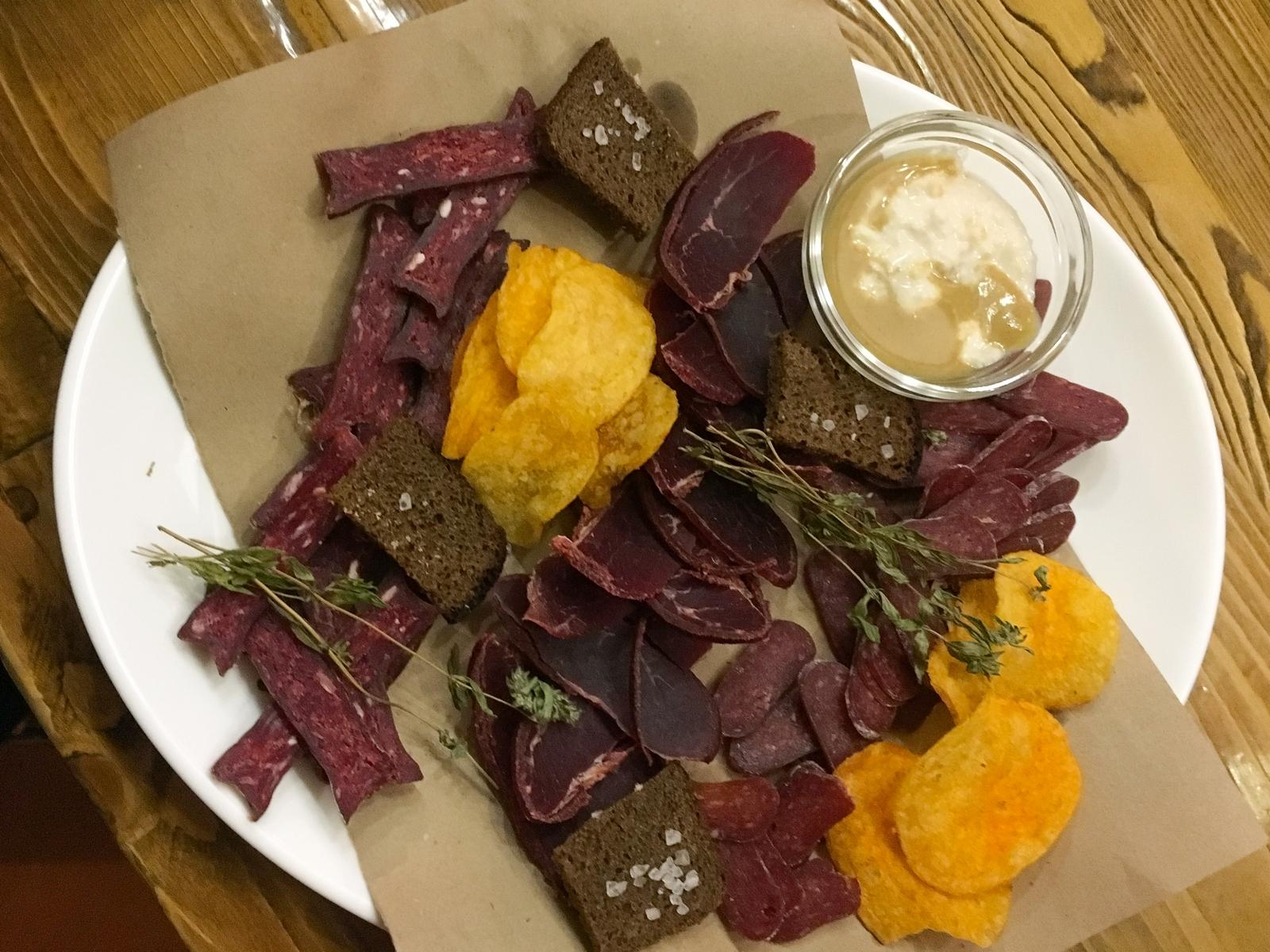 Пивная тарелка с вяленым мясом