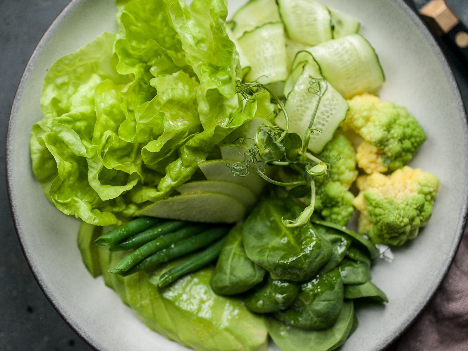 Зеленый салат с яблочным сидром