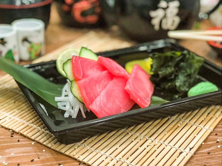 Магуро аками сашими