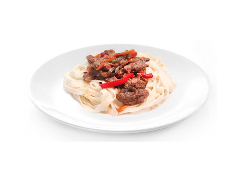 Свинина с овощами и лапшой в остром соусе Спайс