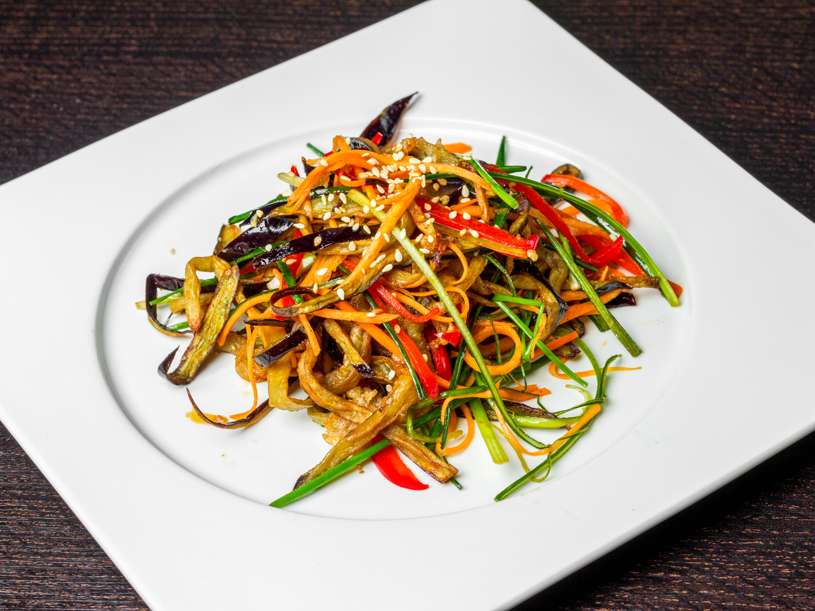 Салат с баклажаном и овощами