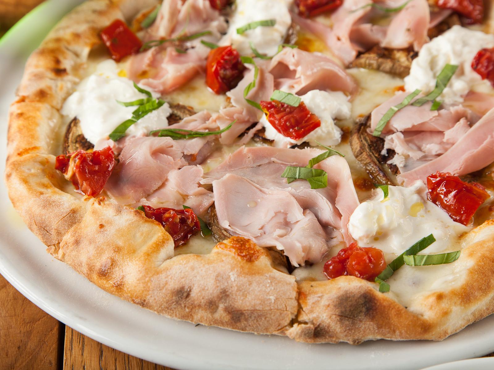 Пицца Баклажаны и прошутто