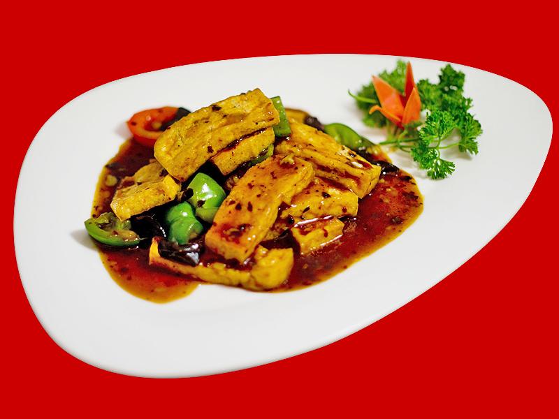 Китайский тофу с соусом из черных бобов
