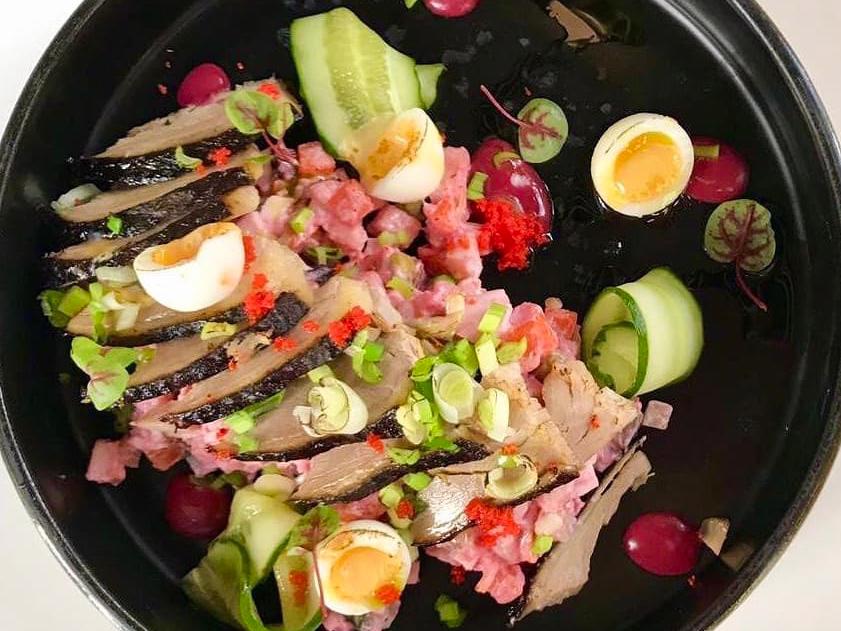 Салат с копченой птицей и печеными овощами