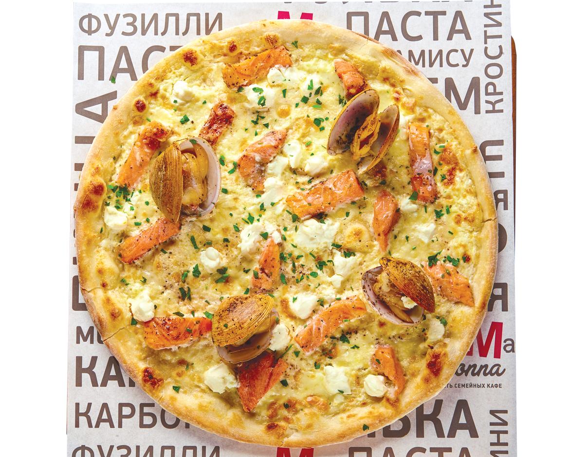 Пицца с лососем и вонголи