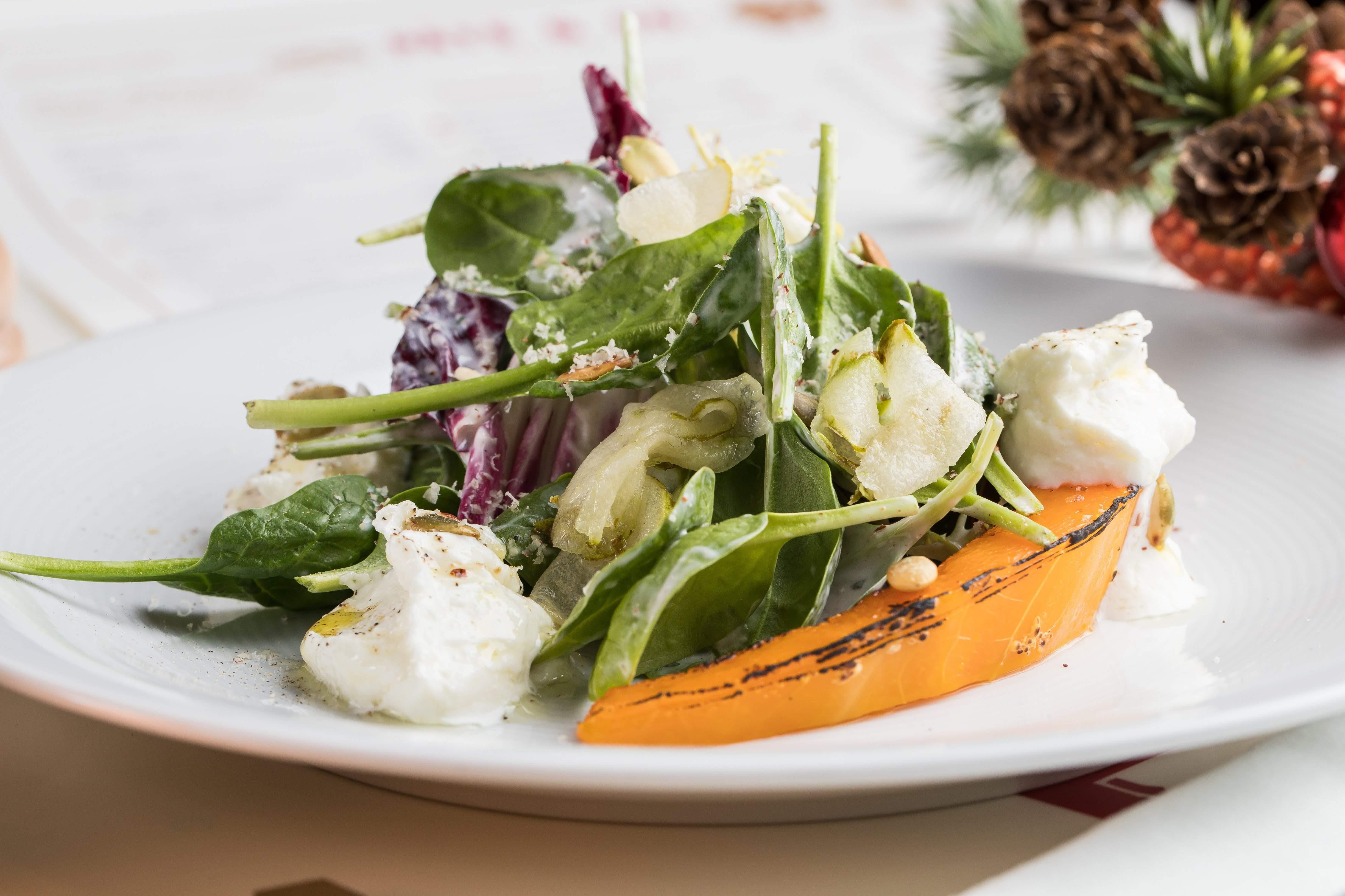 Салат с тыквой и козьим сыром