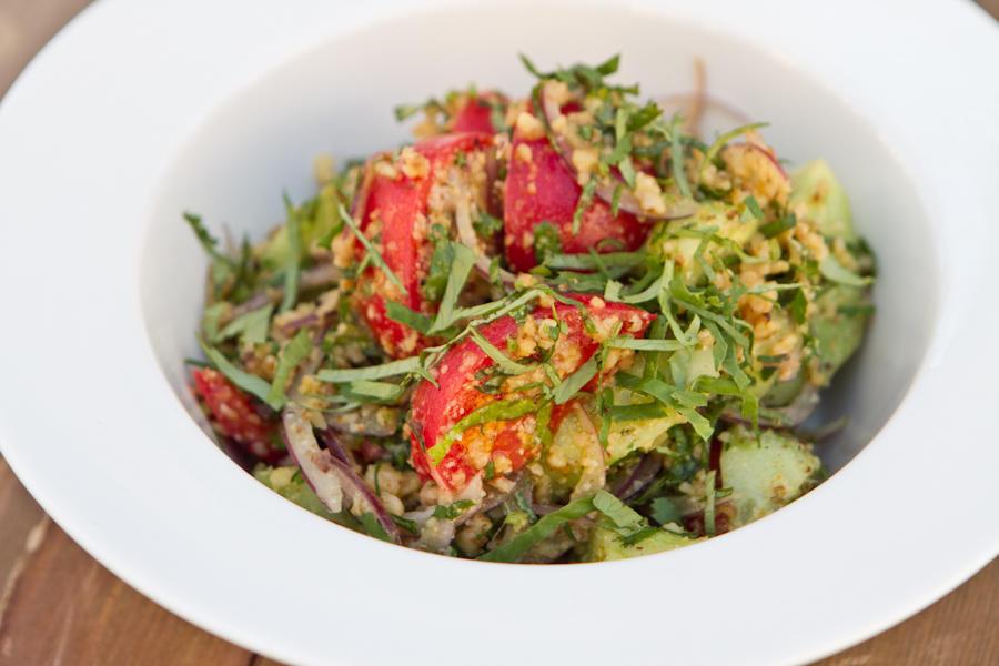 Салат из огурцов и помидоров с орехами