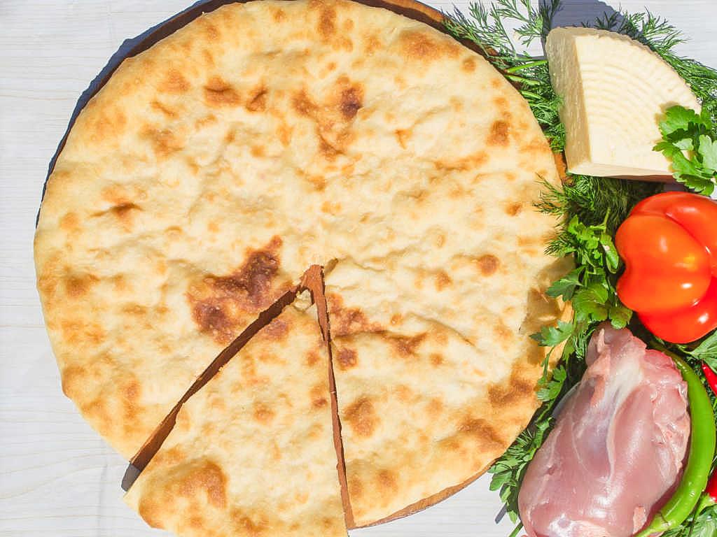 Осетинский пирог с индейкой и сыром (1200 г)