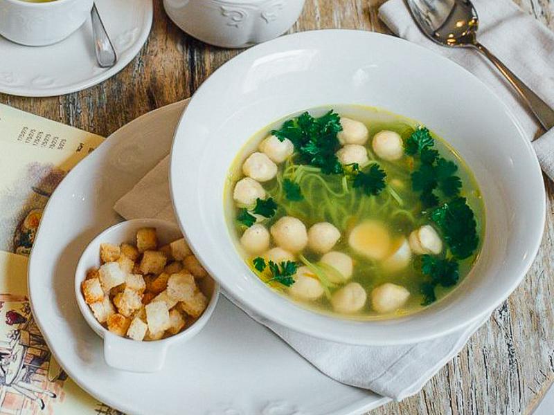 Суп с фрикадельками и домашней лапшой