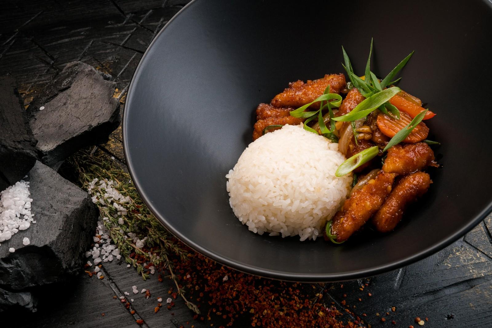 Кисло-сладкая курица с рисом
