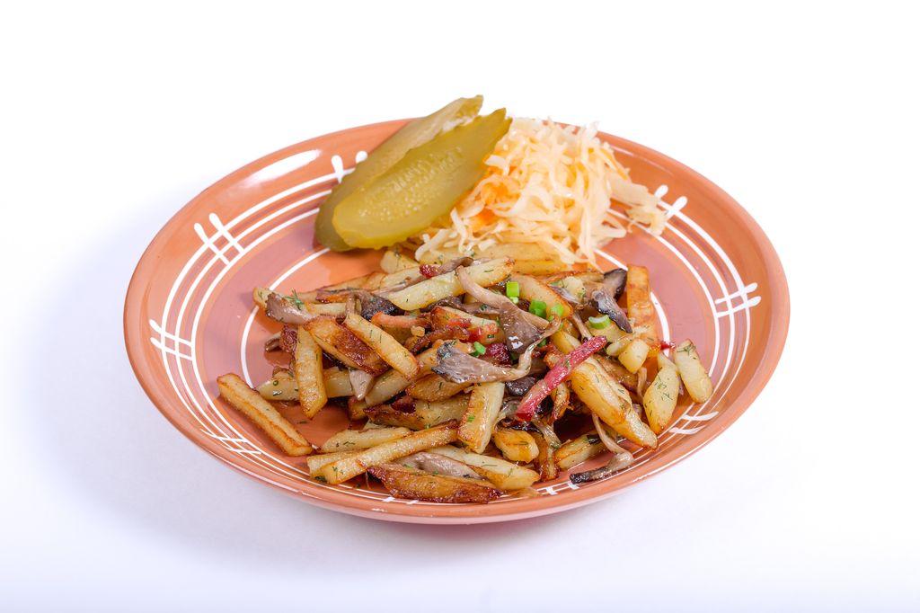 Картофель жареный с вешенками и копчёным салом