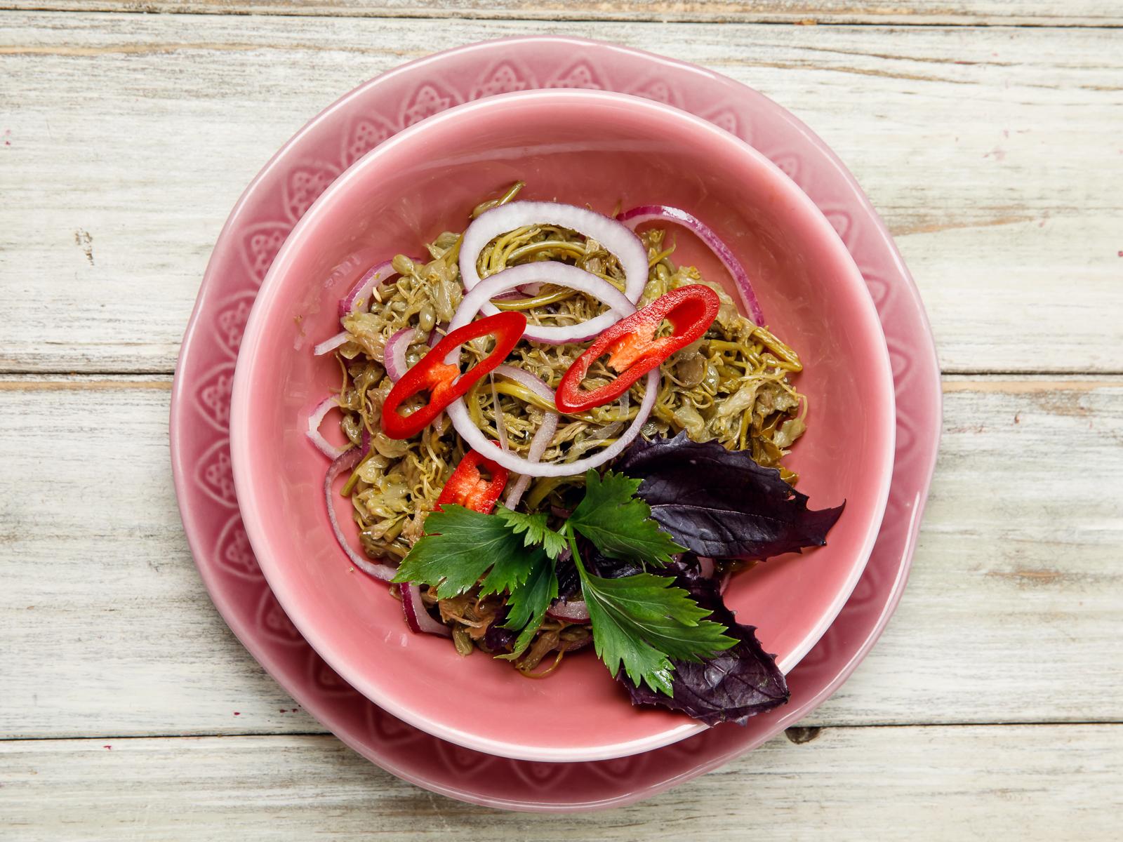 Салат Джонджоли с лучком и ароматным маслом