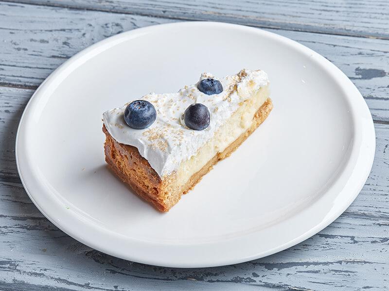 Пирог с айвой и малиной