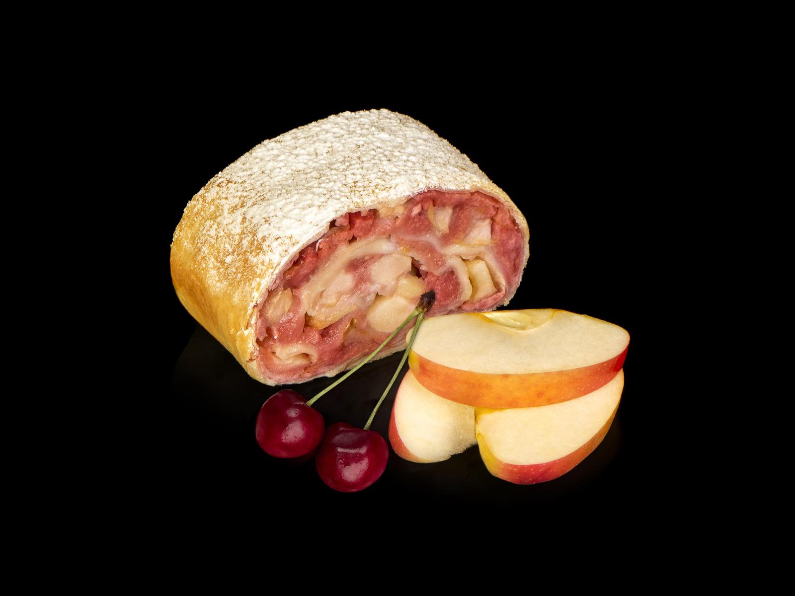 Штрудель яблочный с вишней