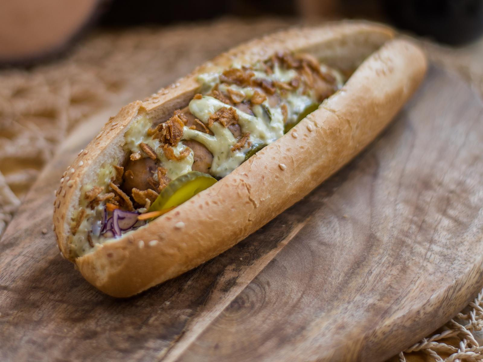 Хот-дог с колбаской из индейки