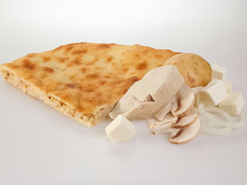Пирог с сыром, картофелем, грибами, курицей и луком