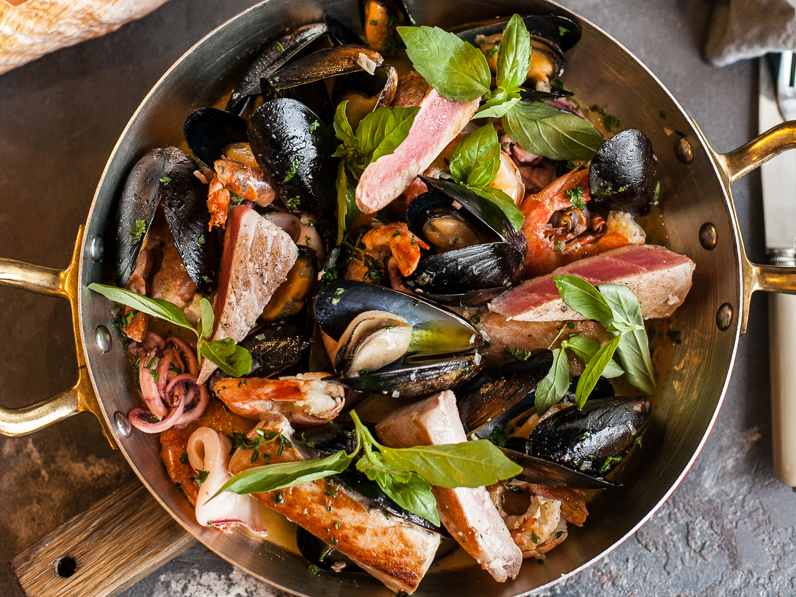Горячее ассорти морепродуктов