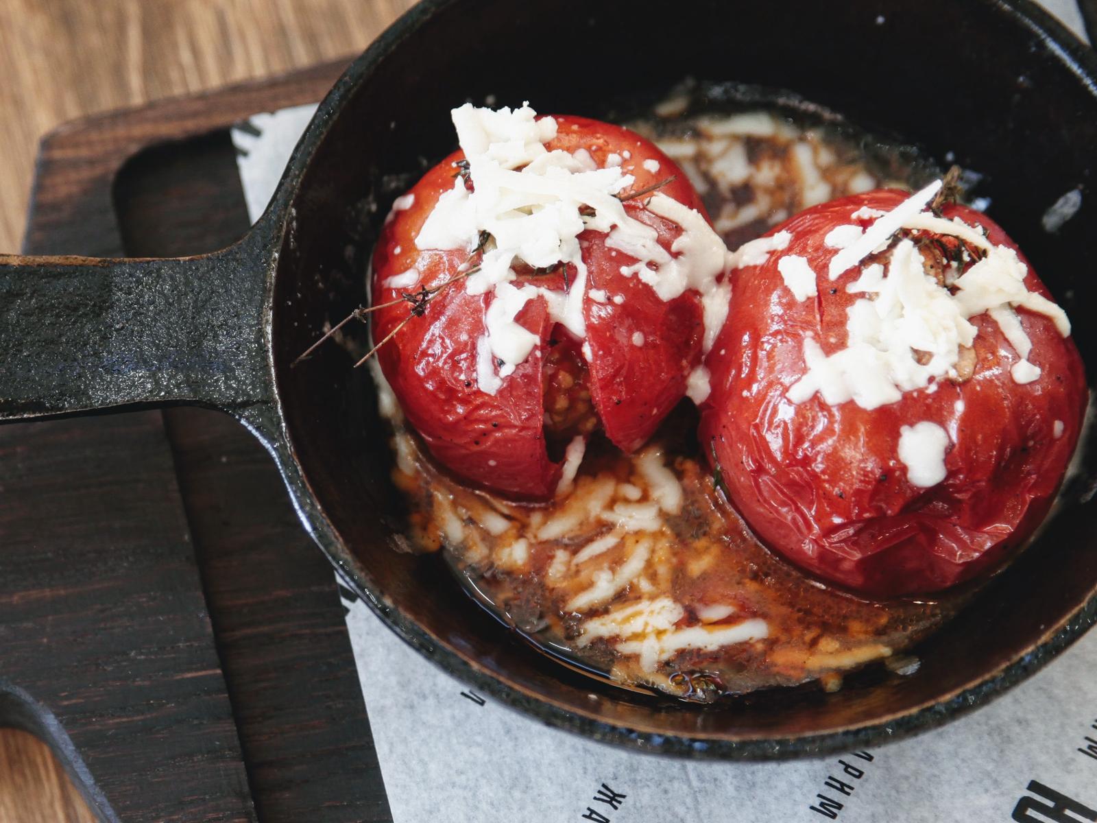 Запеченные томаты с чесноком