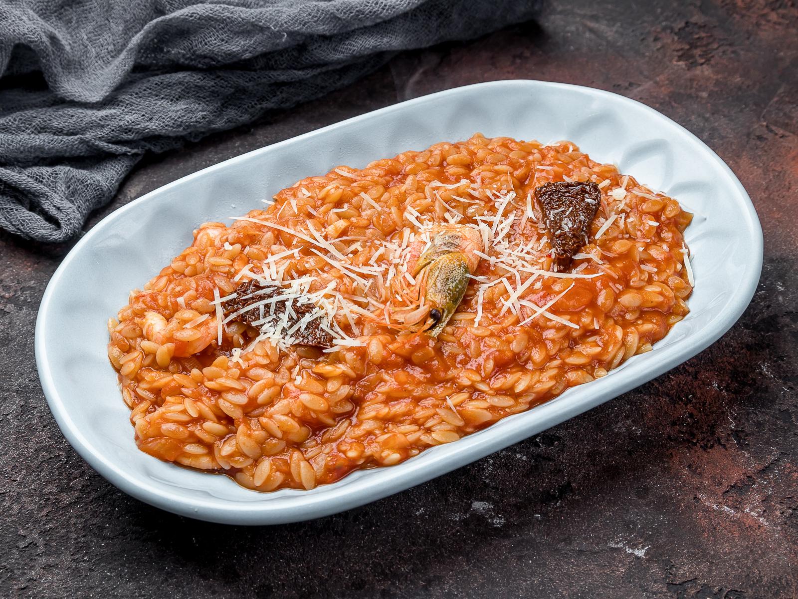 Орзо в  соусе маринара с креветками и вялеными томатами