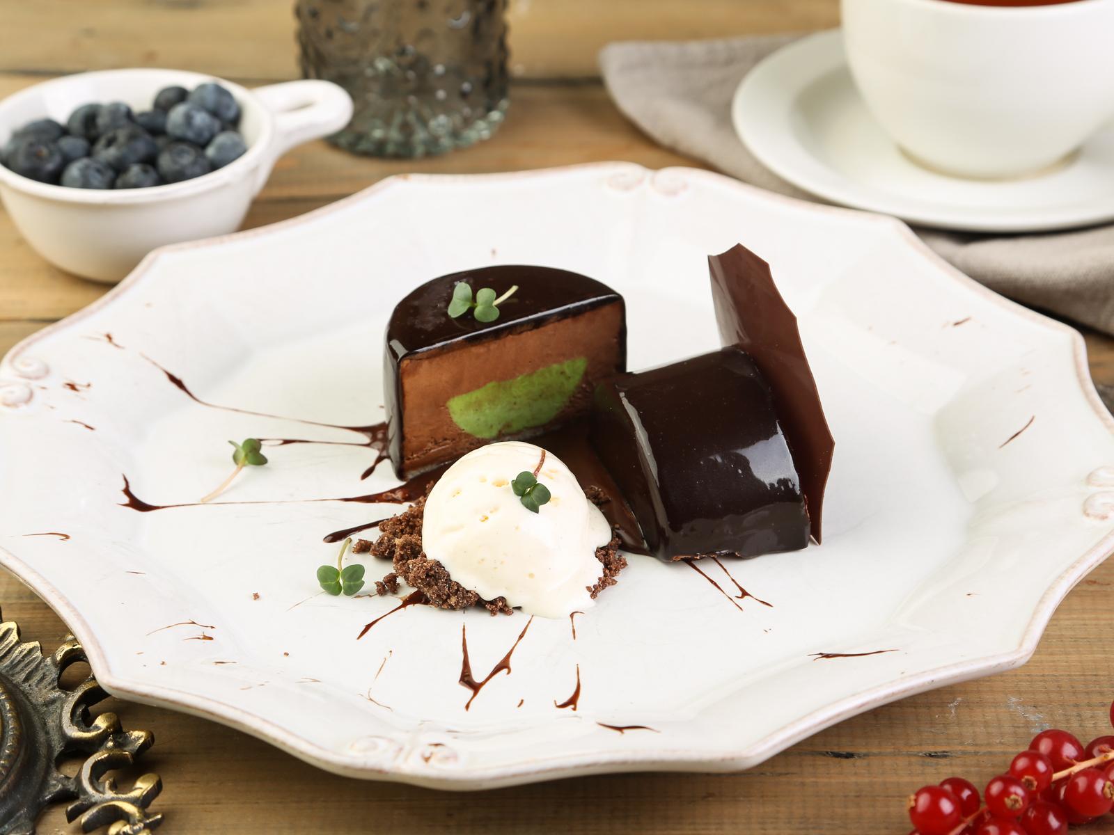 Шоколадное суфле с фисташковой начинкой