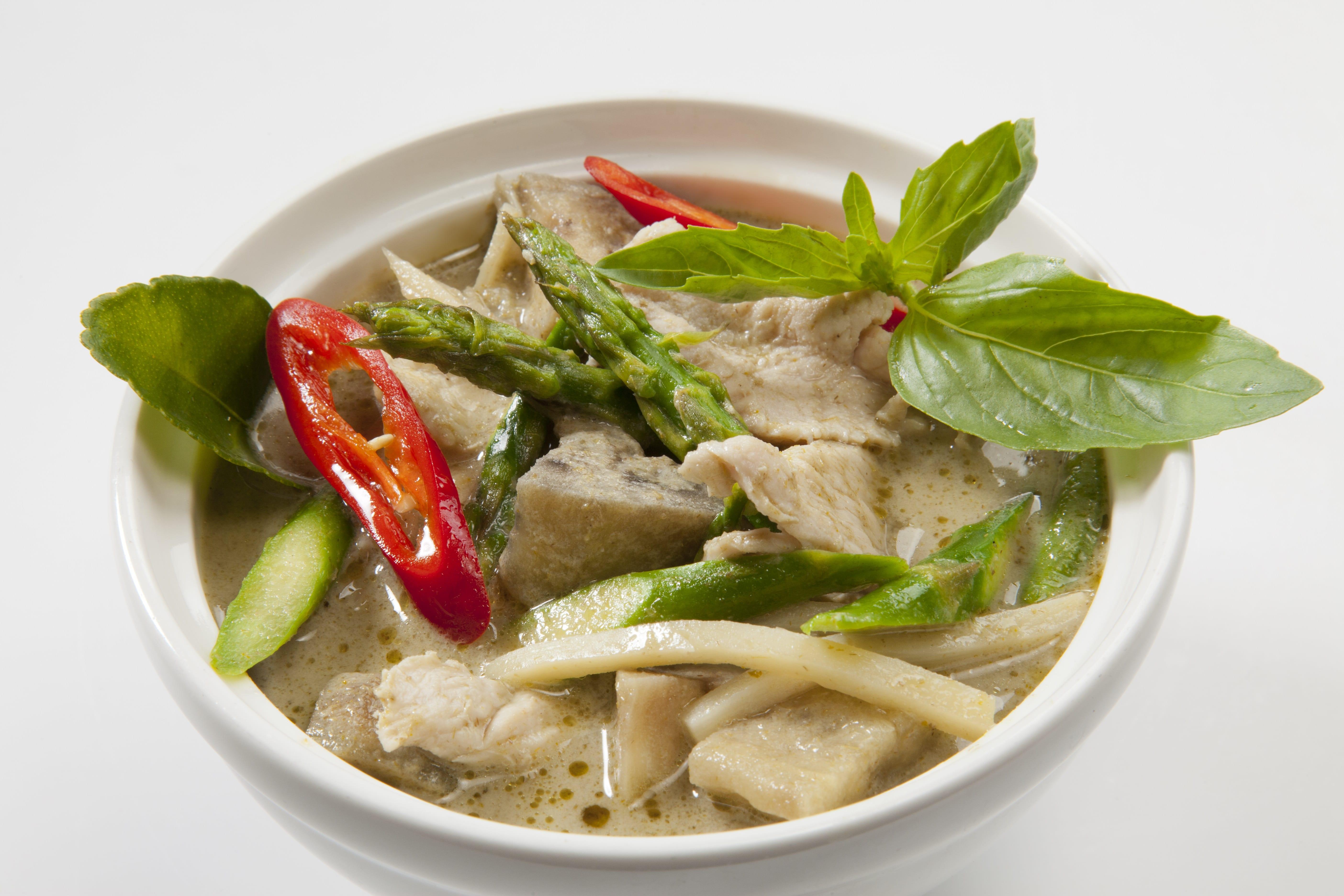 Куриное филе в зеленом карри Кию Ван Кай