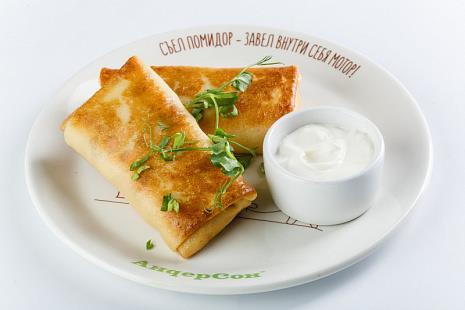 Блинчики с индейкой и сливочным сыром со сметаной