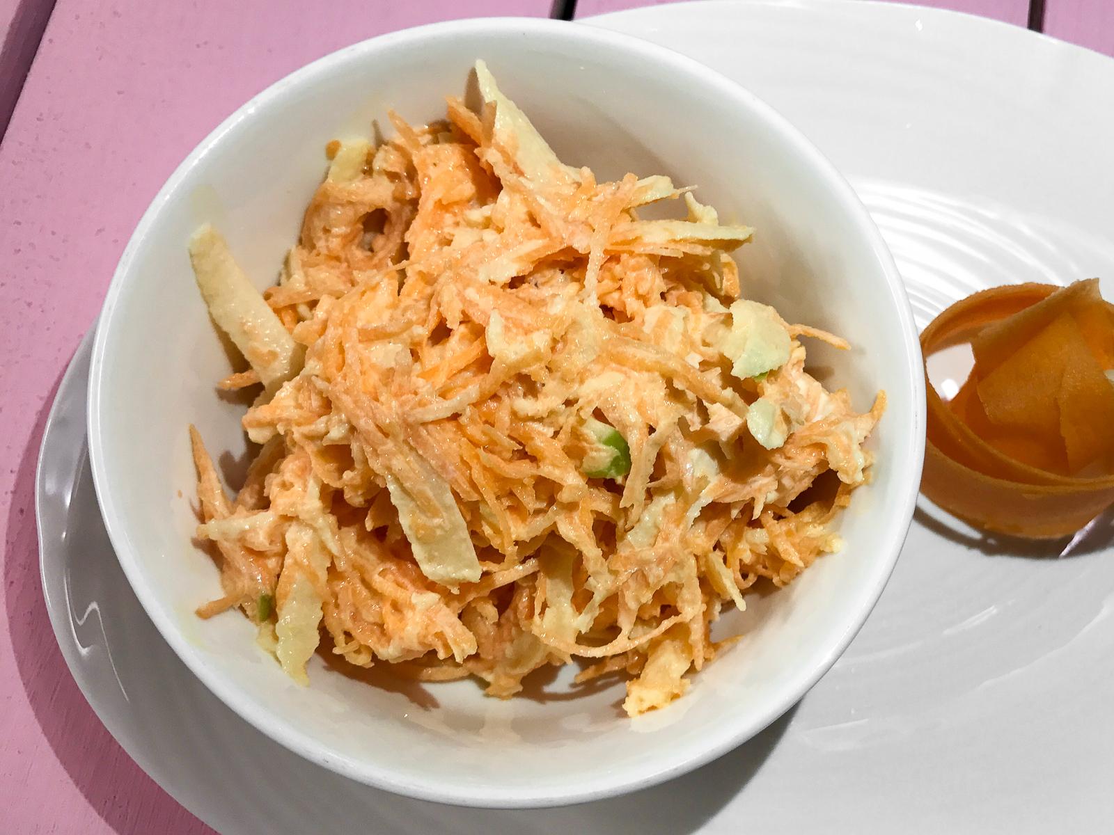 Салатик из яблочка и морковочки