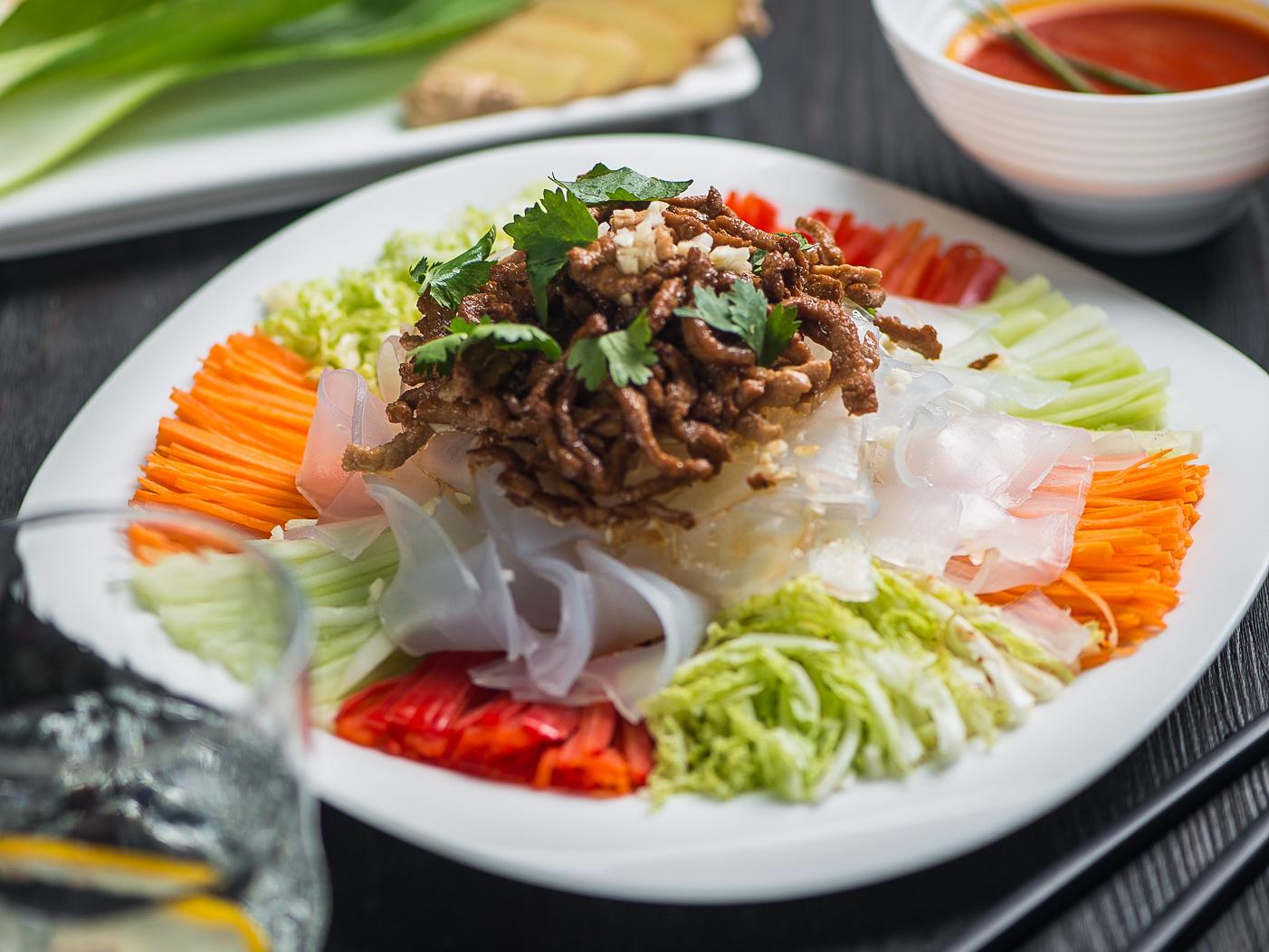 Овощи со свининой в кунжутном соусе
