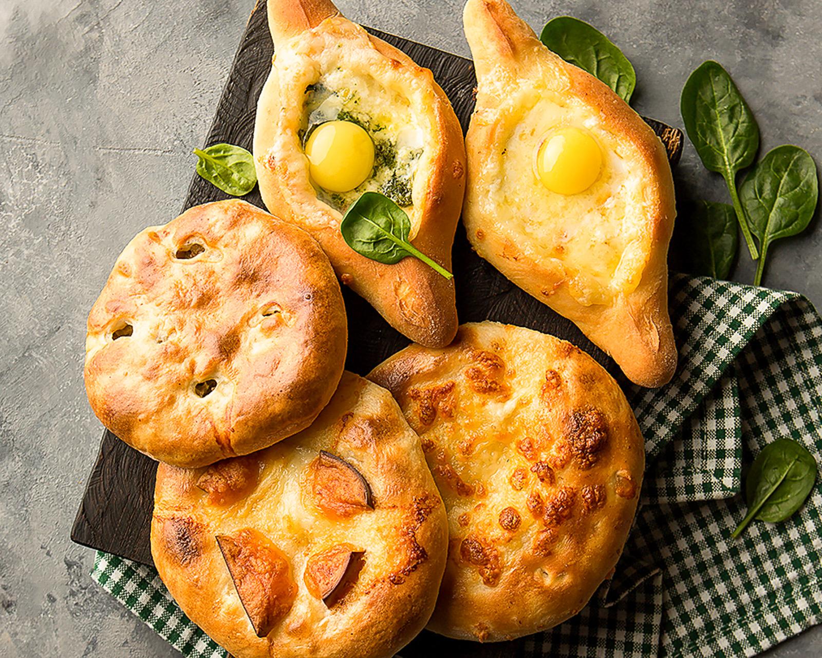 Ассорти из пяти грузинских мини-пирогов