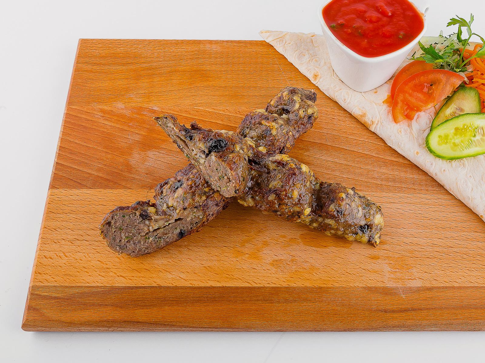 Люля-кебаб из говядины с грибами и сыром