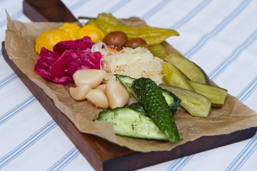 Соленья: патиссоны, капуста,огурцы, чеснок, помидоры