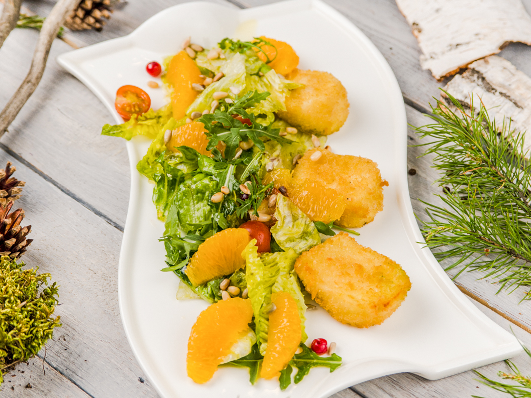 Фреш салат с жаренным сыром
