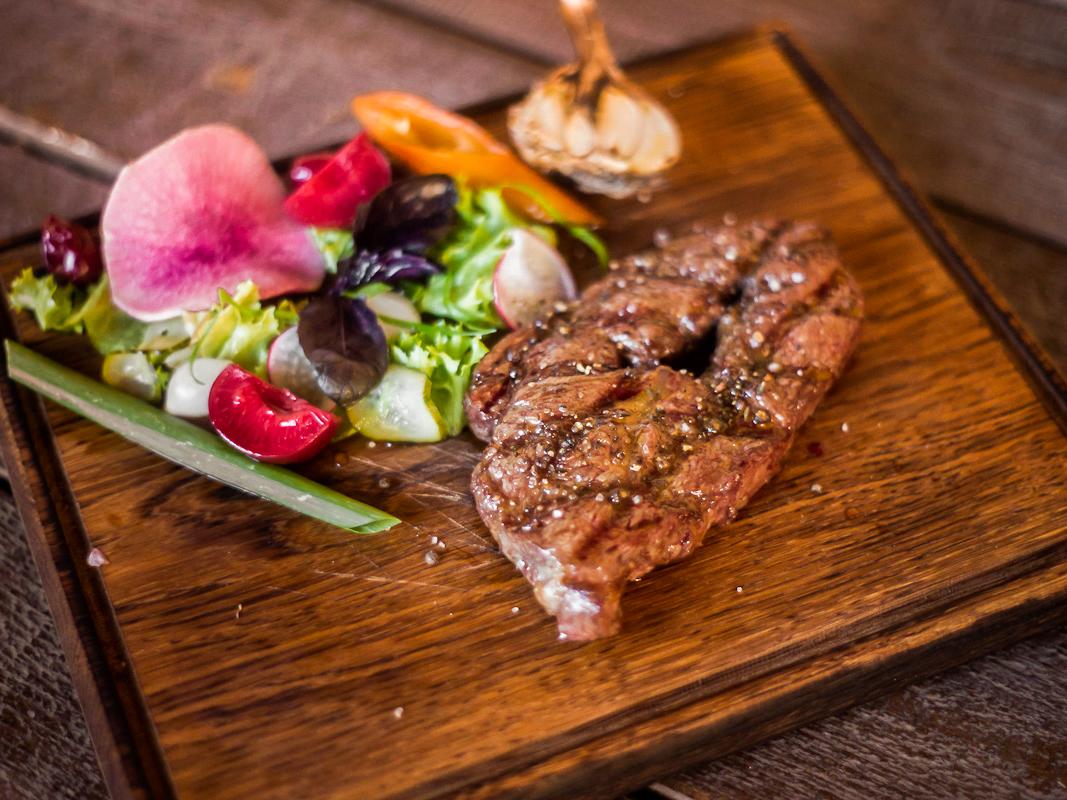 Топ блейд стейк из мяса бычков зернового откорма