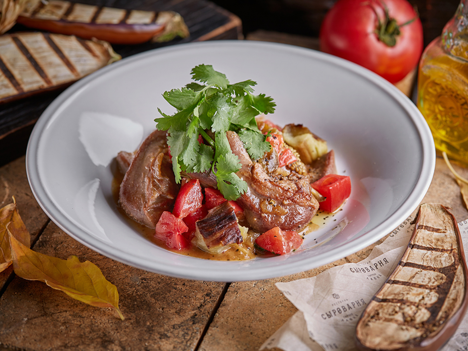Язычки ягненка с баклажаном и помидорами