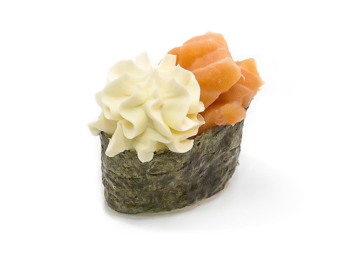 Гункан с сыром Филадельфия и лососем