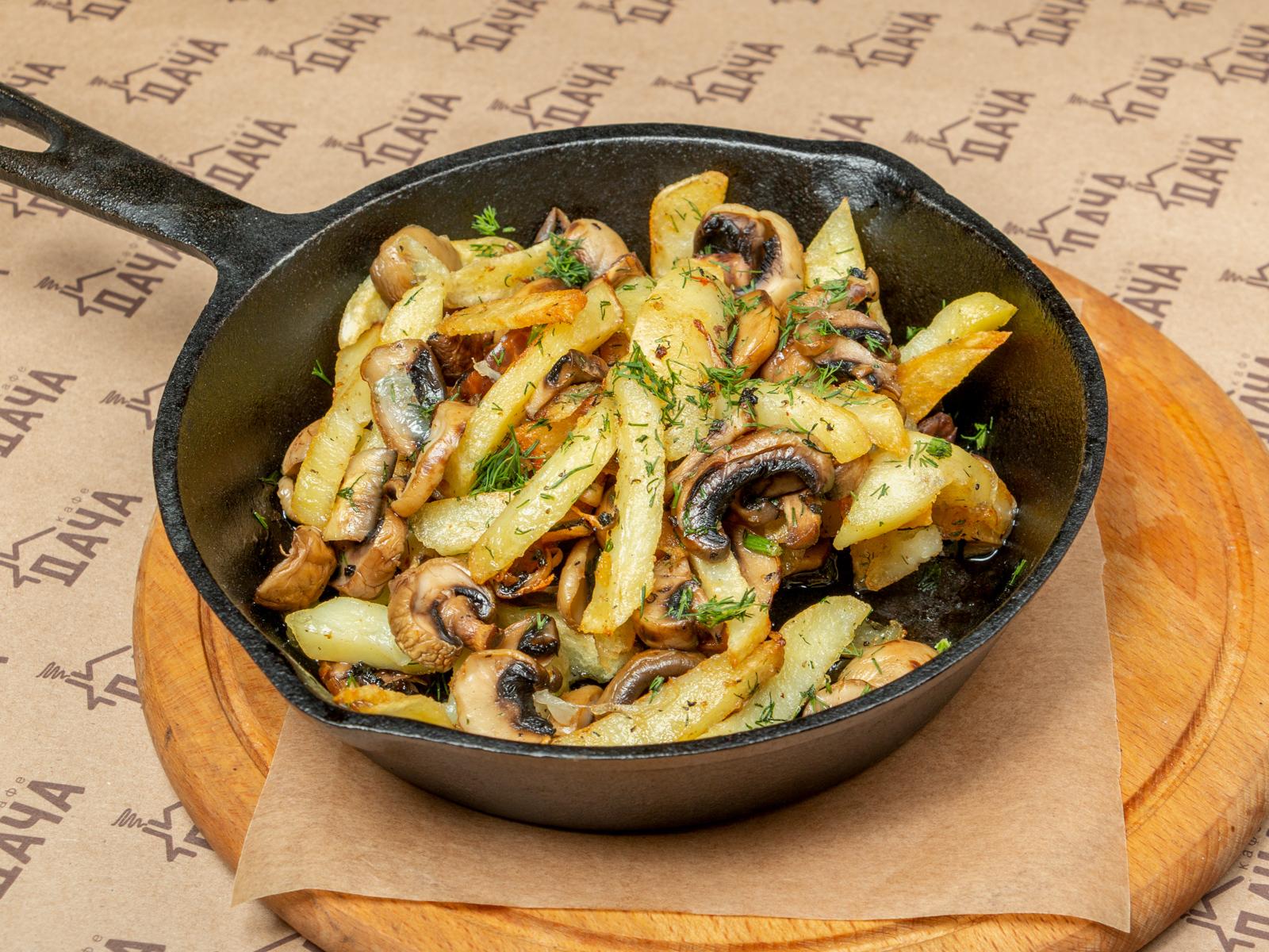 Сковородка с картофелем и грибами