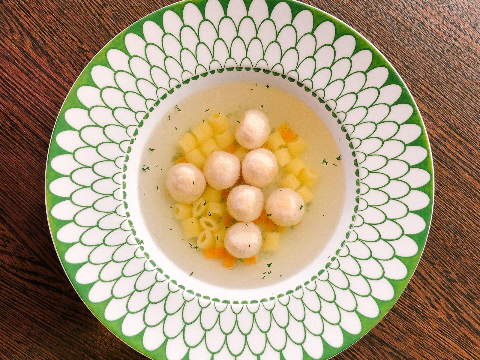 Суп с домашними фрикадельками из индейки