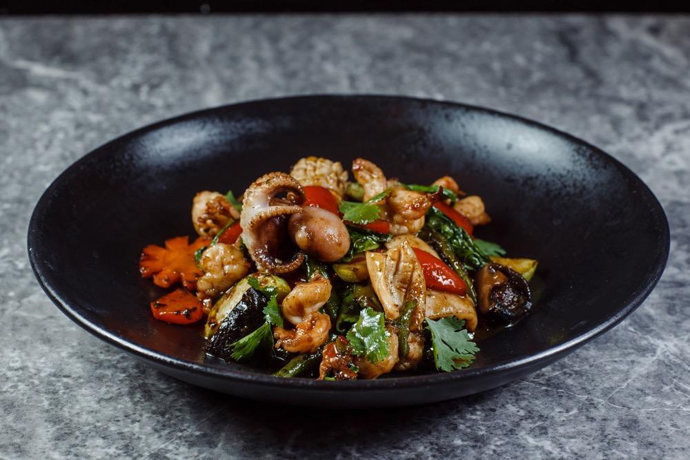 Морепродукты с овощами Wok