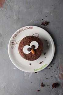 Огромное шоколадное печенье с кремом